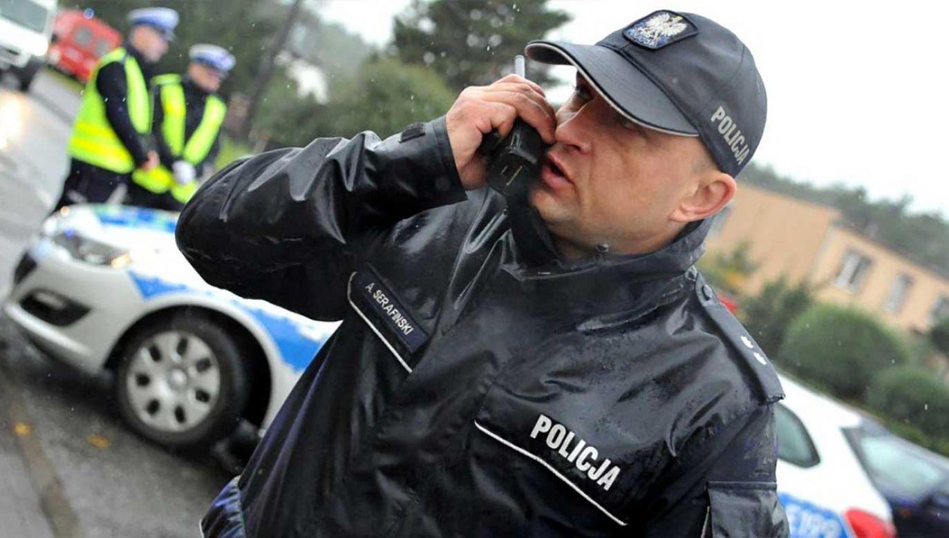 Wycieńczonego 39-latka z bagna wyciągneli policjanci (fot. lubuska.policja.gov.pl)