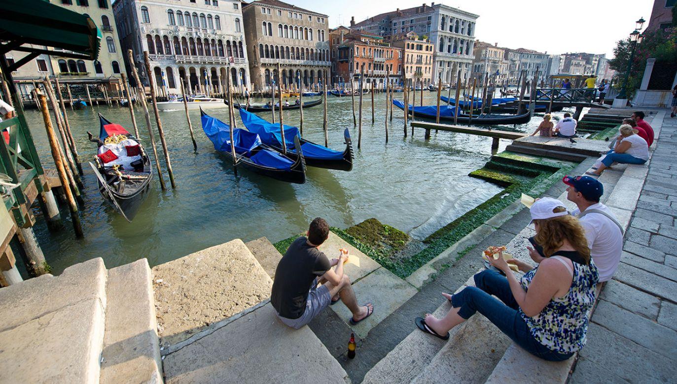 Oopozycja apeluje, aby raczej ustawić ławki w centrum nad Canal Grande (fot.  Ian Gavan/Getty Images)