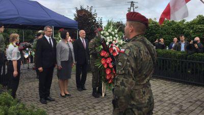 """fdc609903722f """"Upominamy się o naprawę krzywd"""". Błaszczak i Macierewicz na  uroczystościach w Toruniu – 80 proc. wymordowanej ludności rozstrzeliwanej"""
