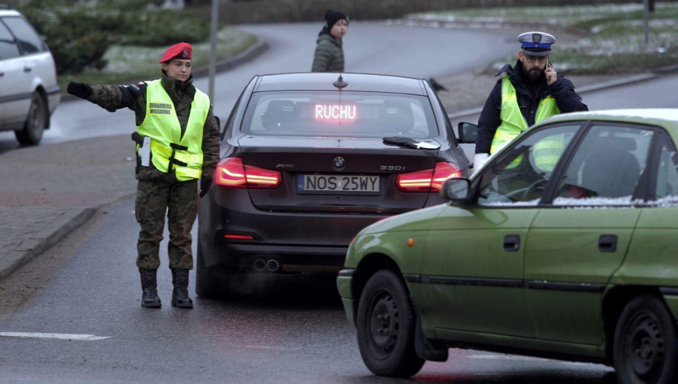 Podczas akcji saperów w Morągu ewakuowano 6 tys. osób (fot. PAP/Tomasz Waszczuk)