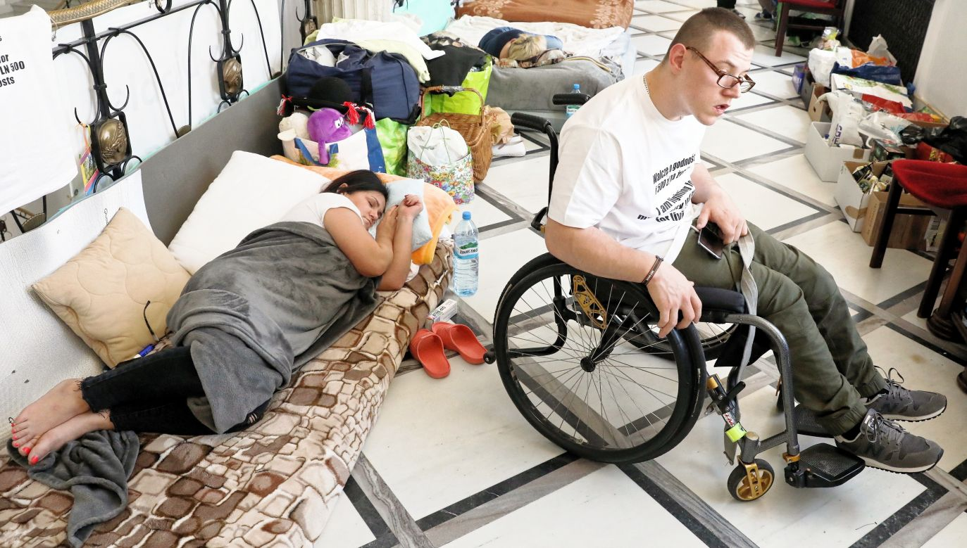 Disabled protesters and their parent inside Polish parliament. Photo: PAP/Tomasz Gzell