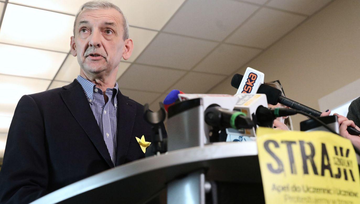 Prezes ZNP Sławomir Broniarz   (fot. PAP/Tomasz Gzell)