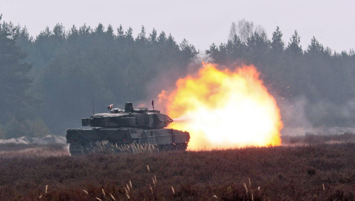 Leopard 2A5 na poligonie w Żaganiu (fot. arch. PAP/Lech Muszyński)