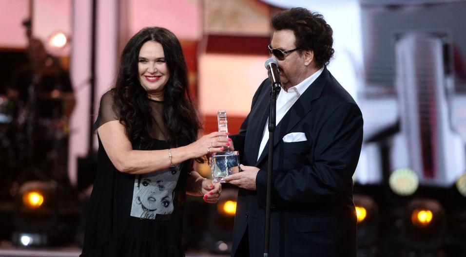 W podziękowaniu za wkład w historię polskiej muzyki, artysta otrzymał Nagrodę Telewizyjnej Jedynki (Fot. J. Bogacz/TVP)