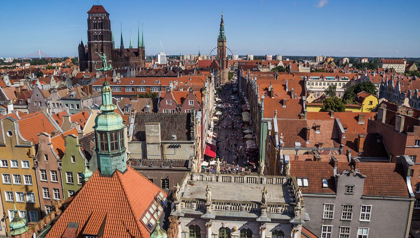 Gdańska prokuratura sprawdzi w śledztwie, czy gdańscy urzędnicy dopuścili się przekroczenia uprawnień (fot. Shutterstock/BBravePhoto)