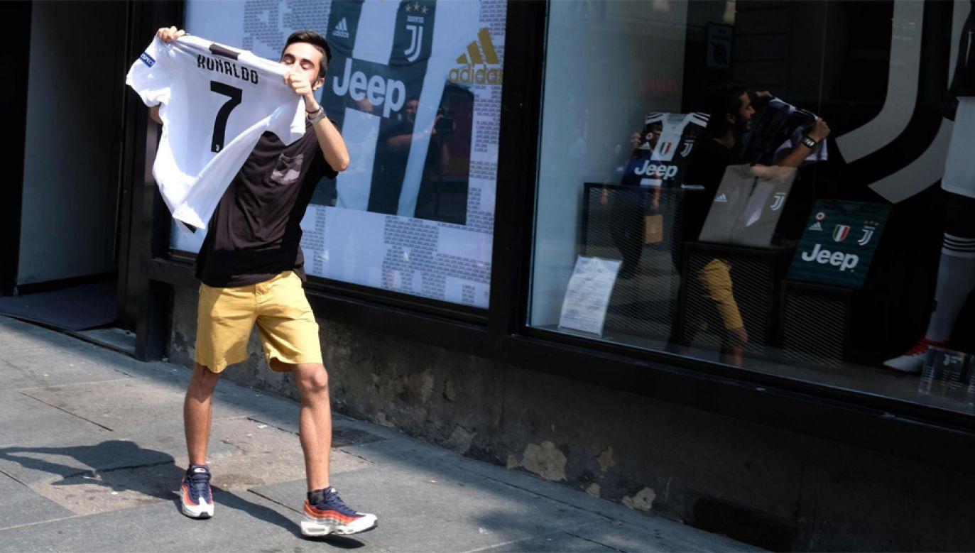 Juve sprzedaje koszulki średnio co minutę (fot. PAP/EPA/ALESSANDRO DI MARCO)