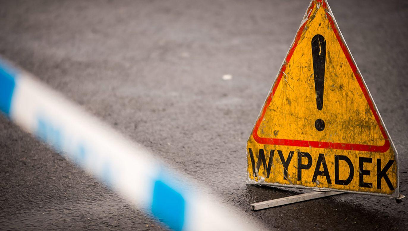 Na miejscu pracuje policja, straż pożarna oraz nadzór ruchu (fot. arch.PAP/Leszek Szymański)