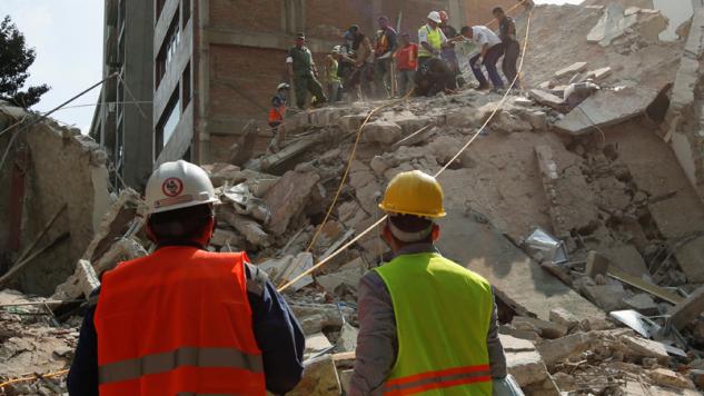 Wstrząsy były odczuwalne w stolicy kraju (fot. REUTERS/Carlos Jasso)
