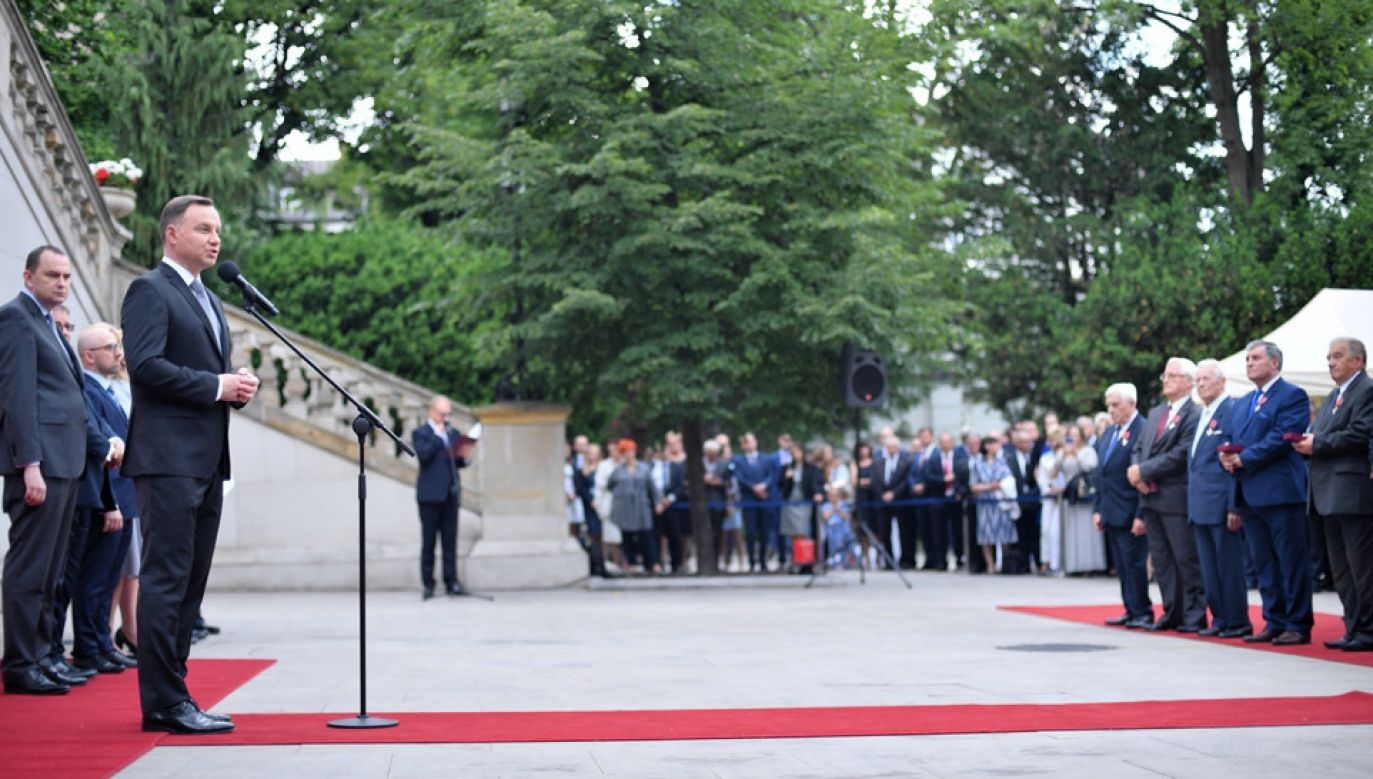 Prezydent Andrzej Duda podczas uroczystości wręczenia odznaczeń państwowych przedstawicielom samorządu (fot.  PAP/Jacek Turczyk)