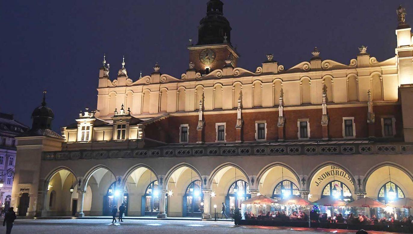 Sprawa pęknięć jest badana przez miasto od dwóch lat (fot. arch. PAP Jacek Bednarczyk)