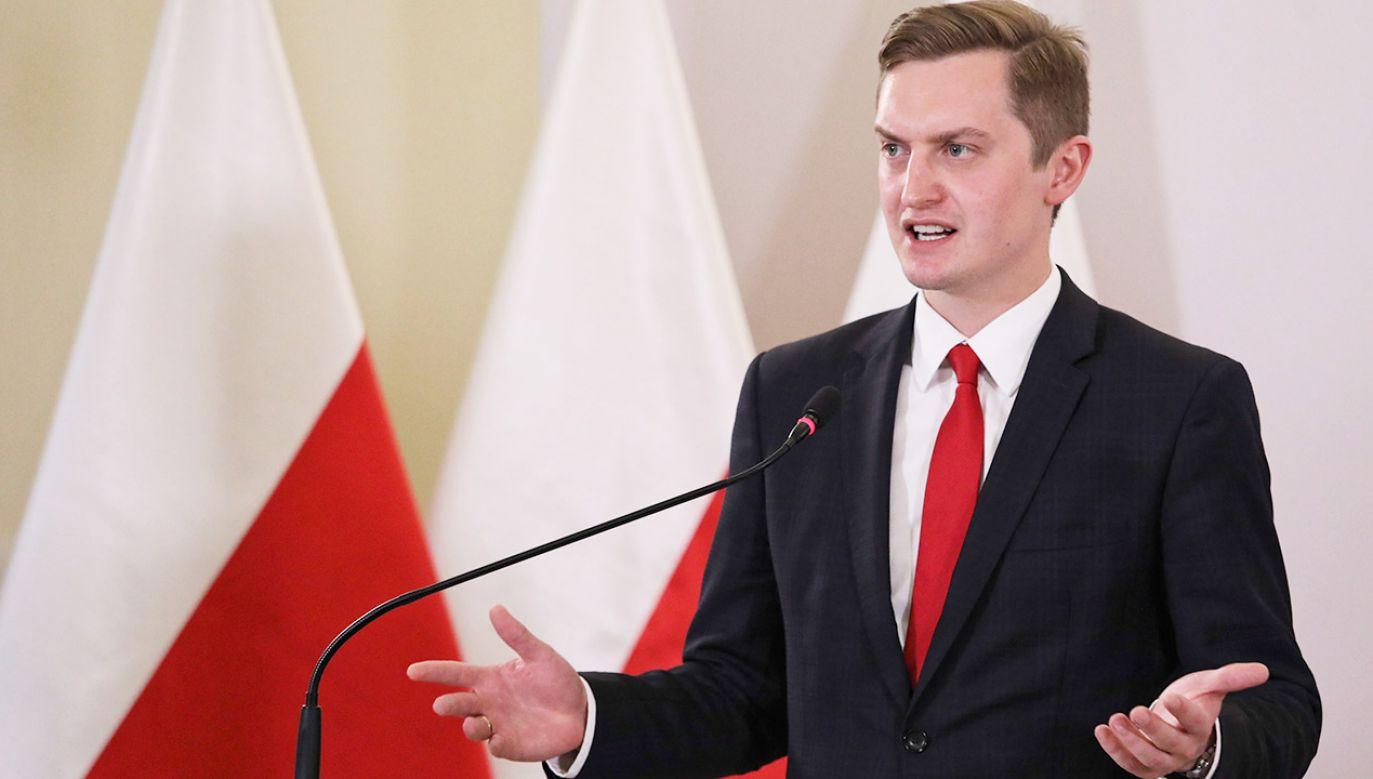 """Wiceprzewodniczący komisji weryfikacyjnej jest rozczarowany uchyleniem przez sąd decyzji komisji: """"Ręce nie mają gdzie opadać"""" (fot. PAP/Tomasz Gzell)"""