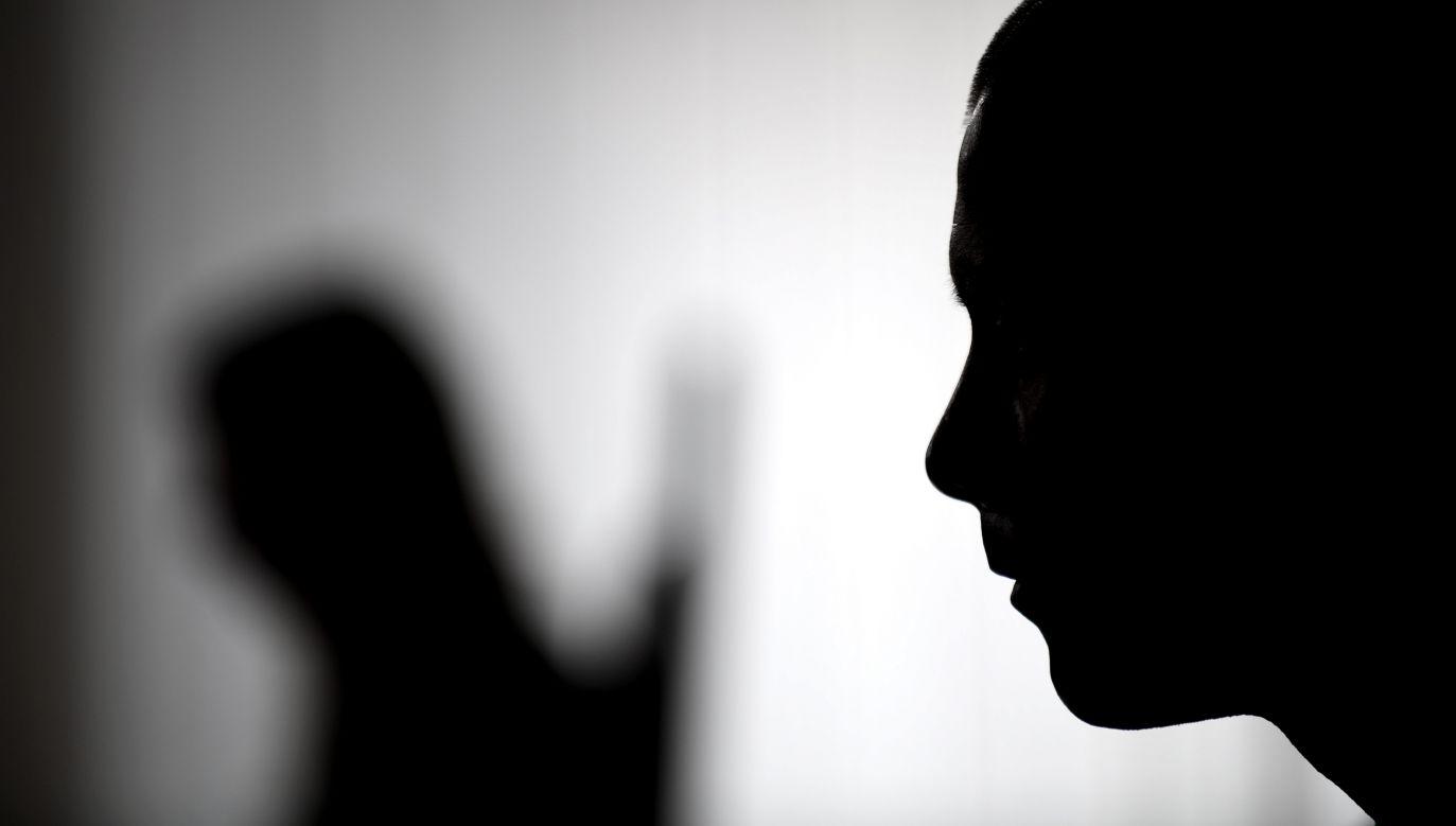 """Mężczyźnie zarzucono gwałt oraz """"doprowadzenie pokrzywdzonej do poddania się innej czynności seksualnej"""" (fot. arch.PAP/Bartłomiej Zborowski, zdjęcie ilustracyjne )"""
