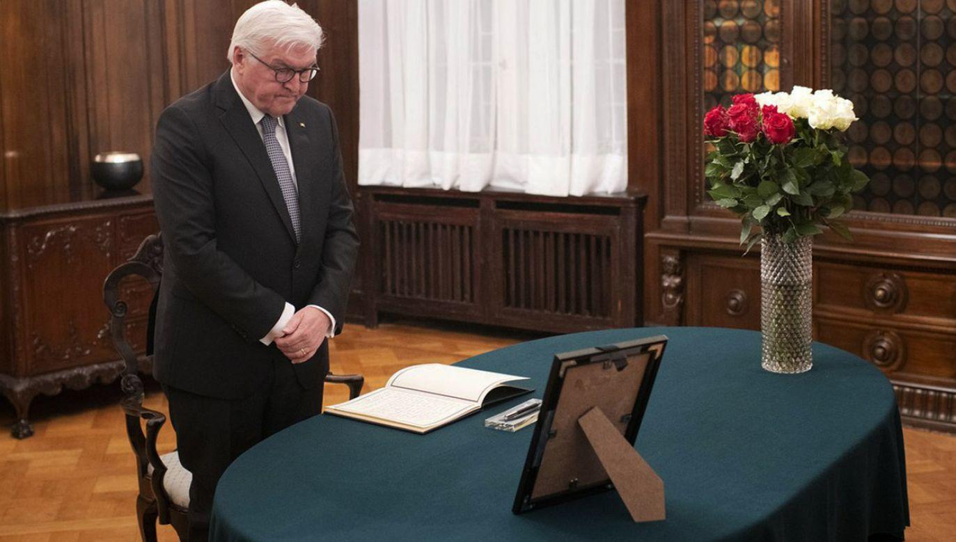Frank-Walter Steinmeier wpisał się do księgi kondolencyjnej (fot. tt/@PLinDeutschland)