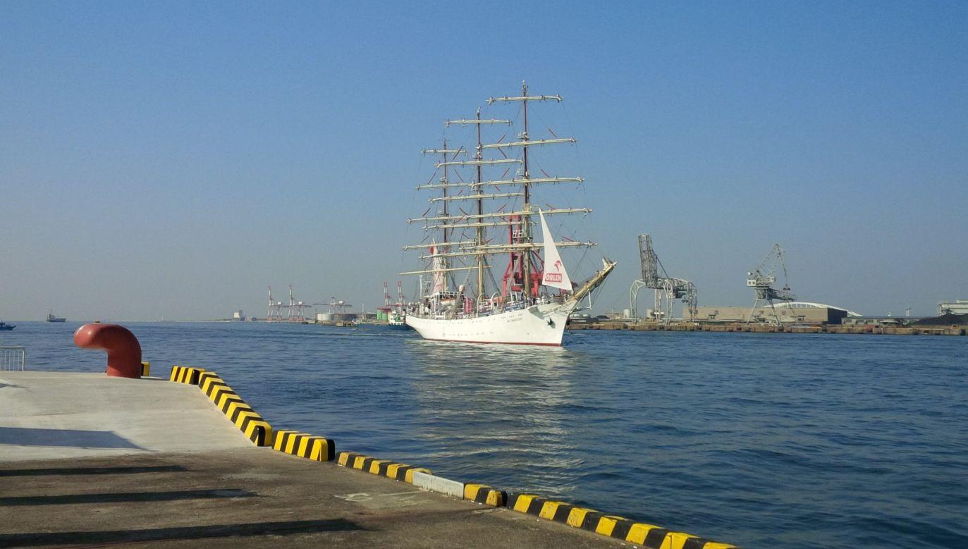 Statek zacumował w porcie w Osace (fot. TT/Ambasada Polski w Tokio)