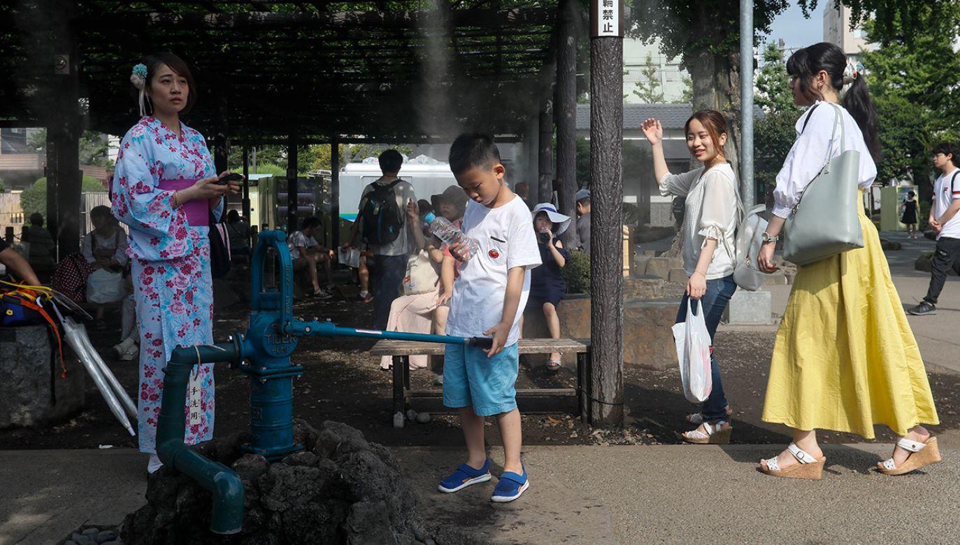 Ministerstwo oświaty zwróciło się do lokalnych władz, by rozważyły wydłużenie wakacji, w celu chronienia uczniów przed udarami (fot. PAP/EPA/KIMIMASA MAYAMA)