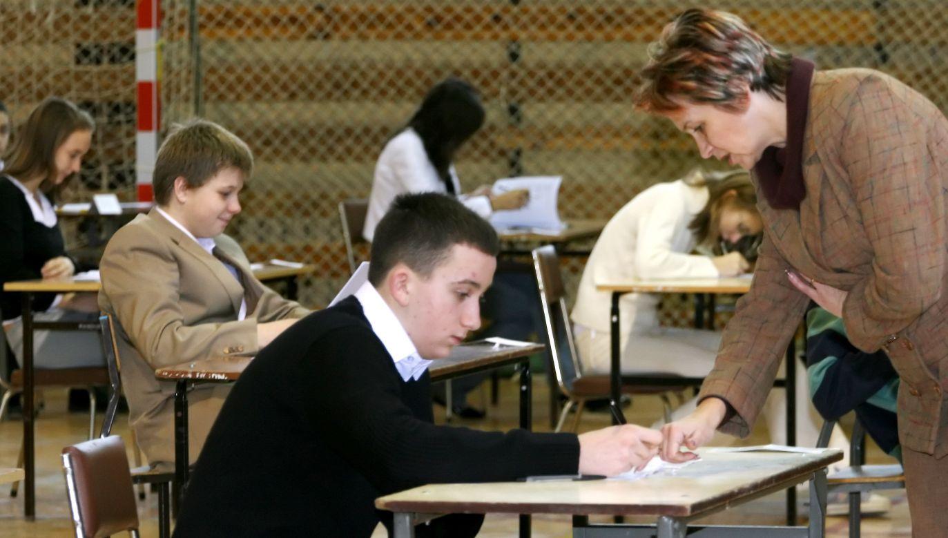 Przystąpienie do egzaminu ósmoklasisty będzie warunkiem ukończenia szkoły podstawowej (fot. arch.PAP/Lech Muszynski)