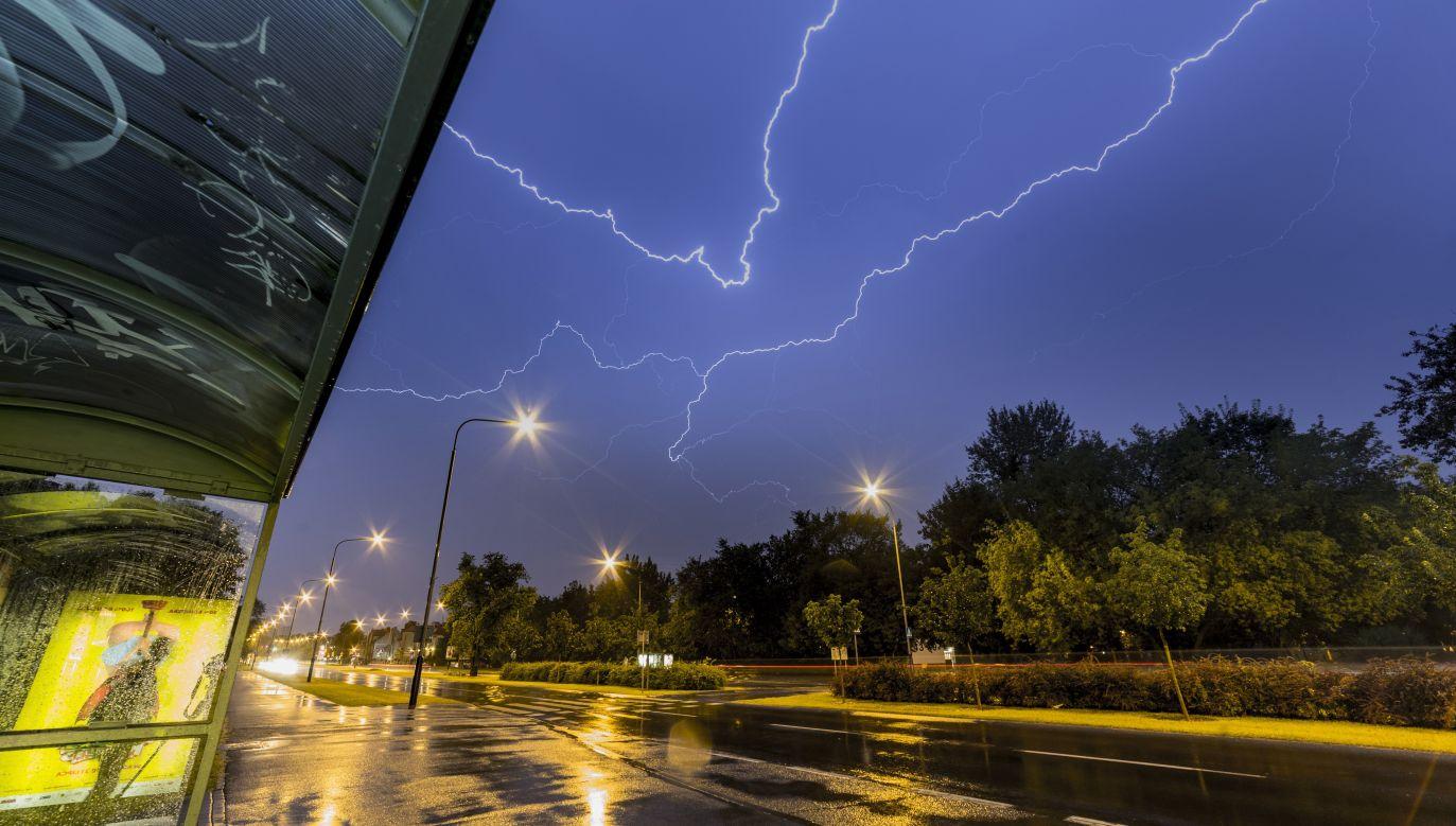 Alerty pogodowe obowiązują w kilku województwach (fot. PAP/Łukasz Ogrodowczyk)
