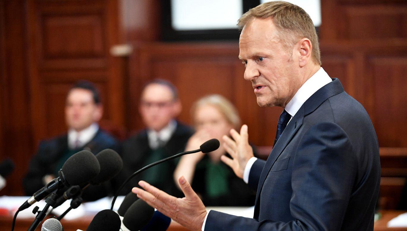 Donald Tusk w warszawskim Sadzie Okręgowym (fot. PAP/Bartłomiej Zborowski)