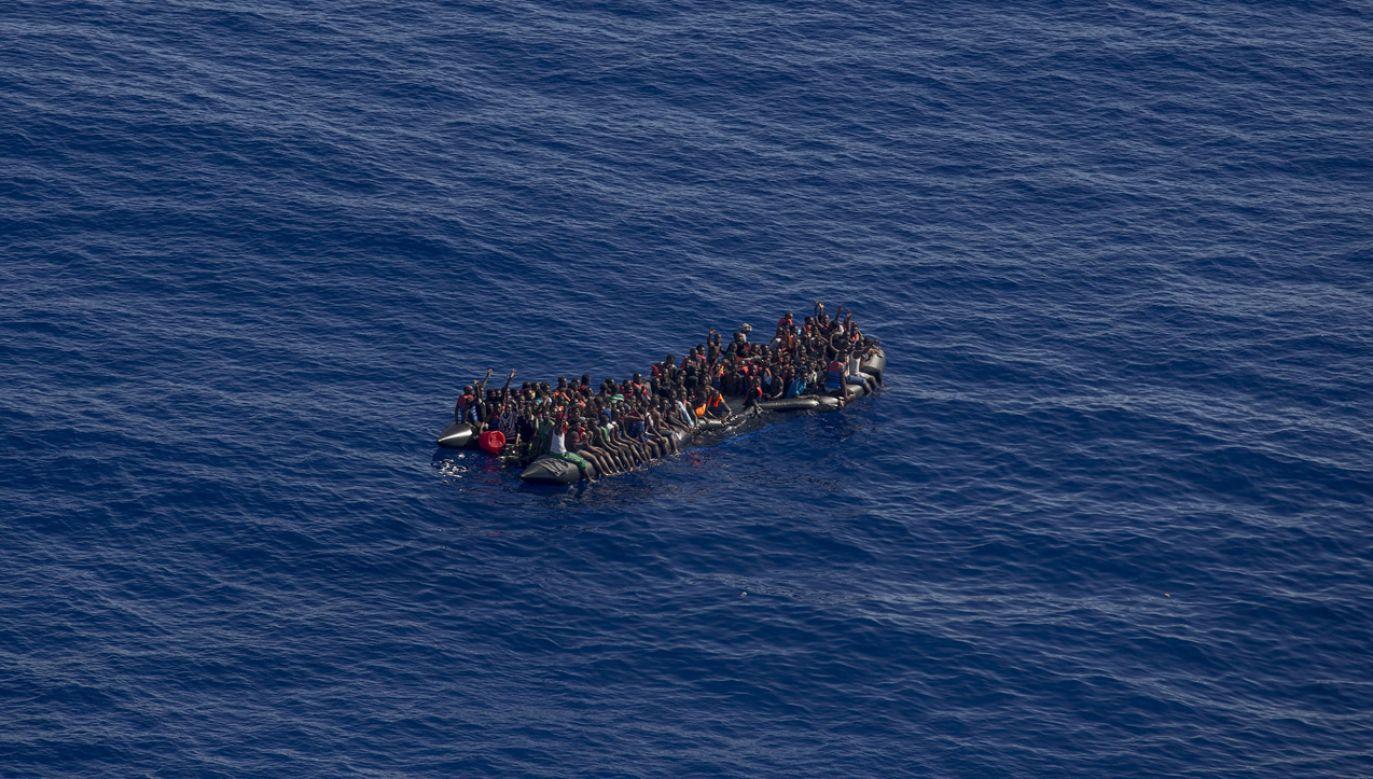 Statek z ponad 200 uratowanymi migrantami  stoi w połowie drogi między Maltą a Libią (fot. Alessio Paduano/Anadolu Agency/Getty Images)