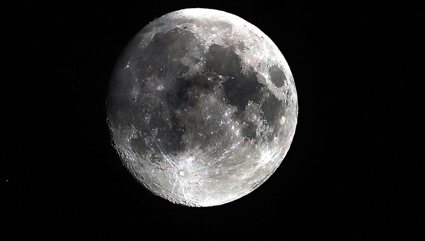 Całkowite zaćmienie Księżyca będzie widoczne dla większości mieszkańców Polski (fot. PAP/EPA/KOCA SULEJMANOVIC)