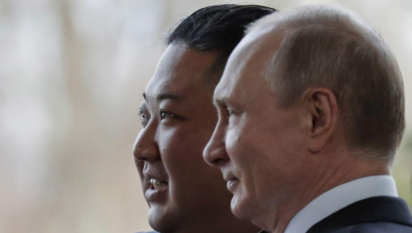 Kim Dzong Un i Władimir Putin (fot. PAP/EPA/ALEXANDER ZEMLIANICHENKO / POOL)