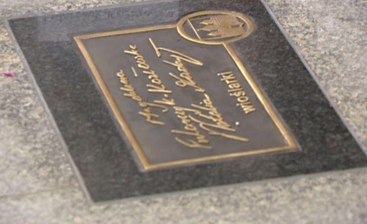 4 nowe pamiątkowe podpisy na ulicy Długiej