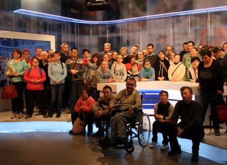 Uczestnicy terapii zajęciowej w TVP3 Rzeszów