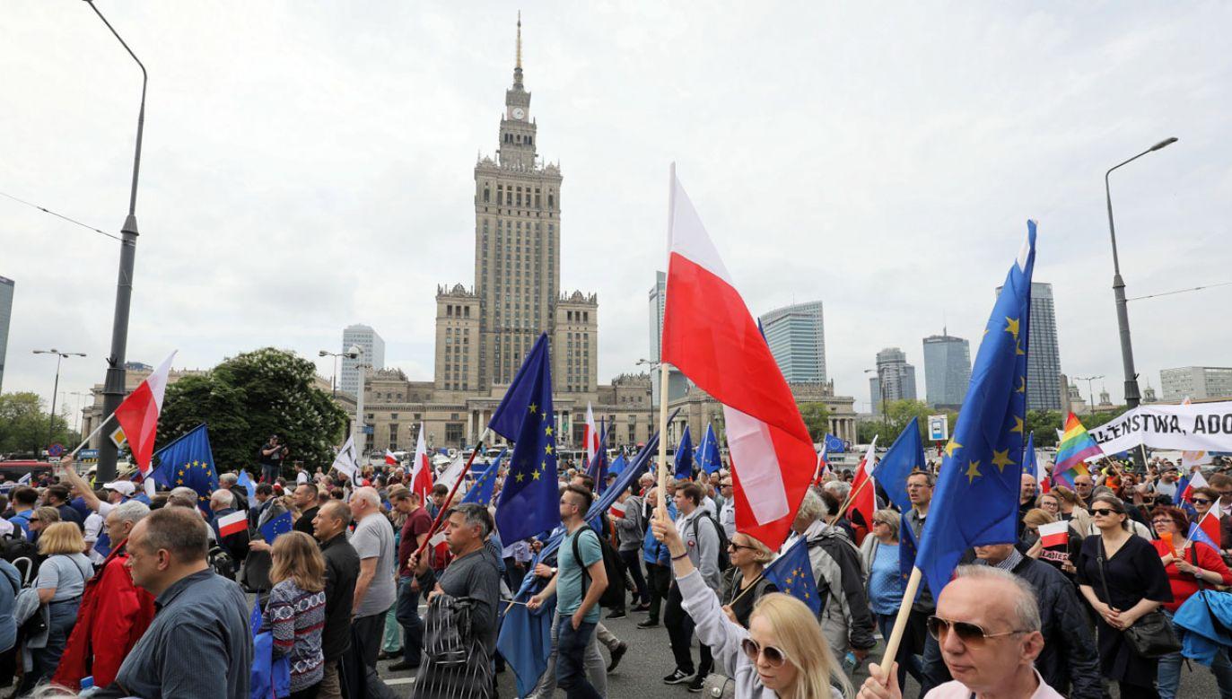 """Marsz """"Polska w Europie"""" przeszedł ulicami Warszawy (fot. PAP/Paweł Supernak)"""