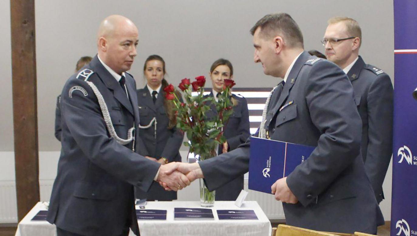 Funkcjonariusz został wyróżniony podczas uroczystej akademii z okazji święta Służby Więziennej (fot. Materiały prasowe)