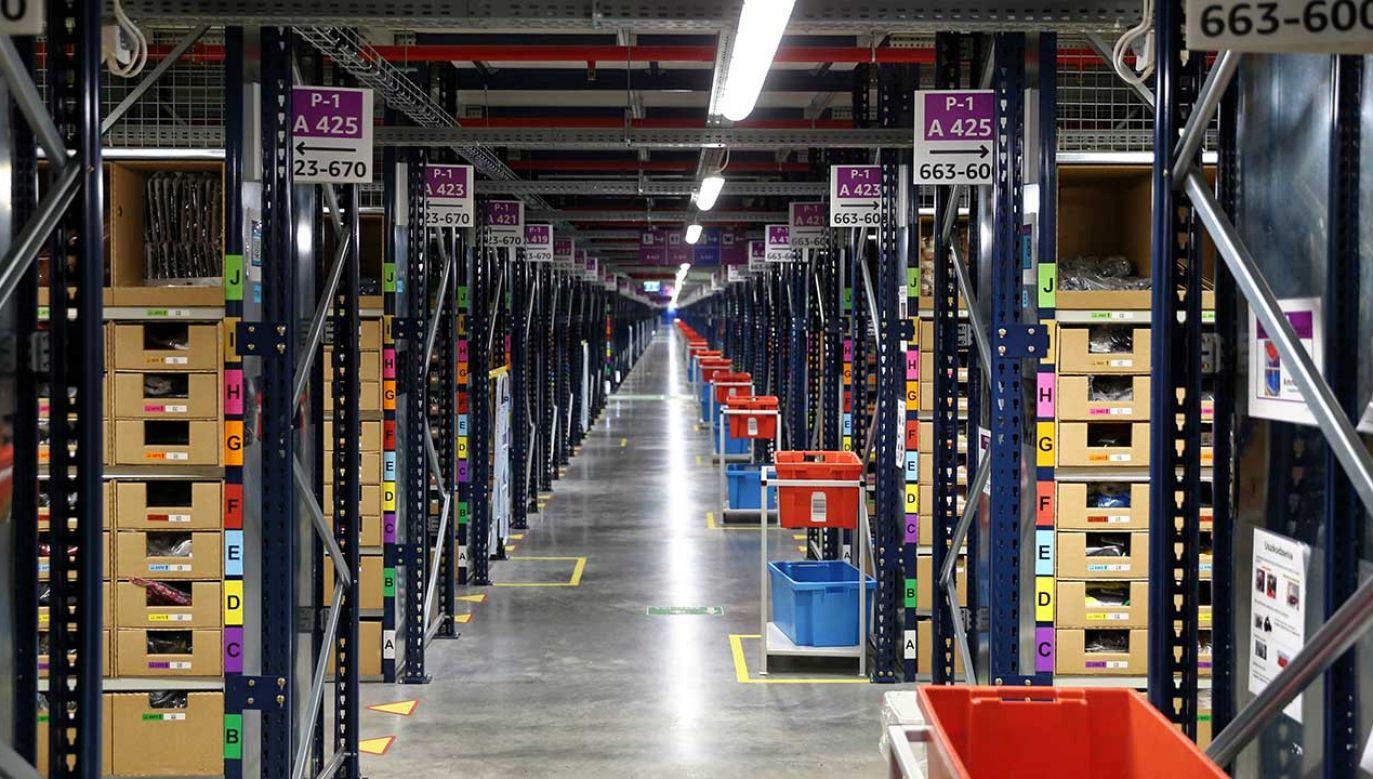Związkowcy domagają się umów, które zawierałyby gwarancję realizacji pakietu zdrowotnego w centrach prowadzonych przez Amazon (fot. arch. PAP/Andrzej Grygiel)