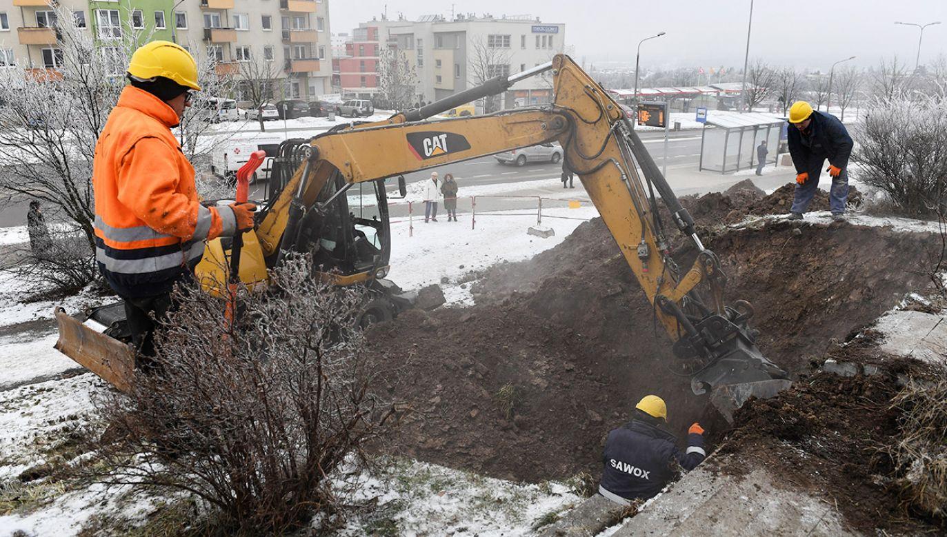 Do awarii doszło w niedzielę po południu w północnych dzielnicach Kielc (fot. PAP/Piotr Polak)