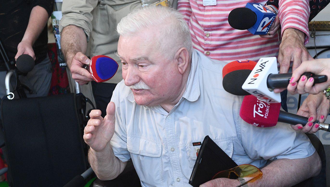 """Lech Wałęsa na """"proteście niepełnosprawnych"""" (fot. PAP/Jacek Turczyk)"""