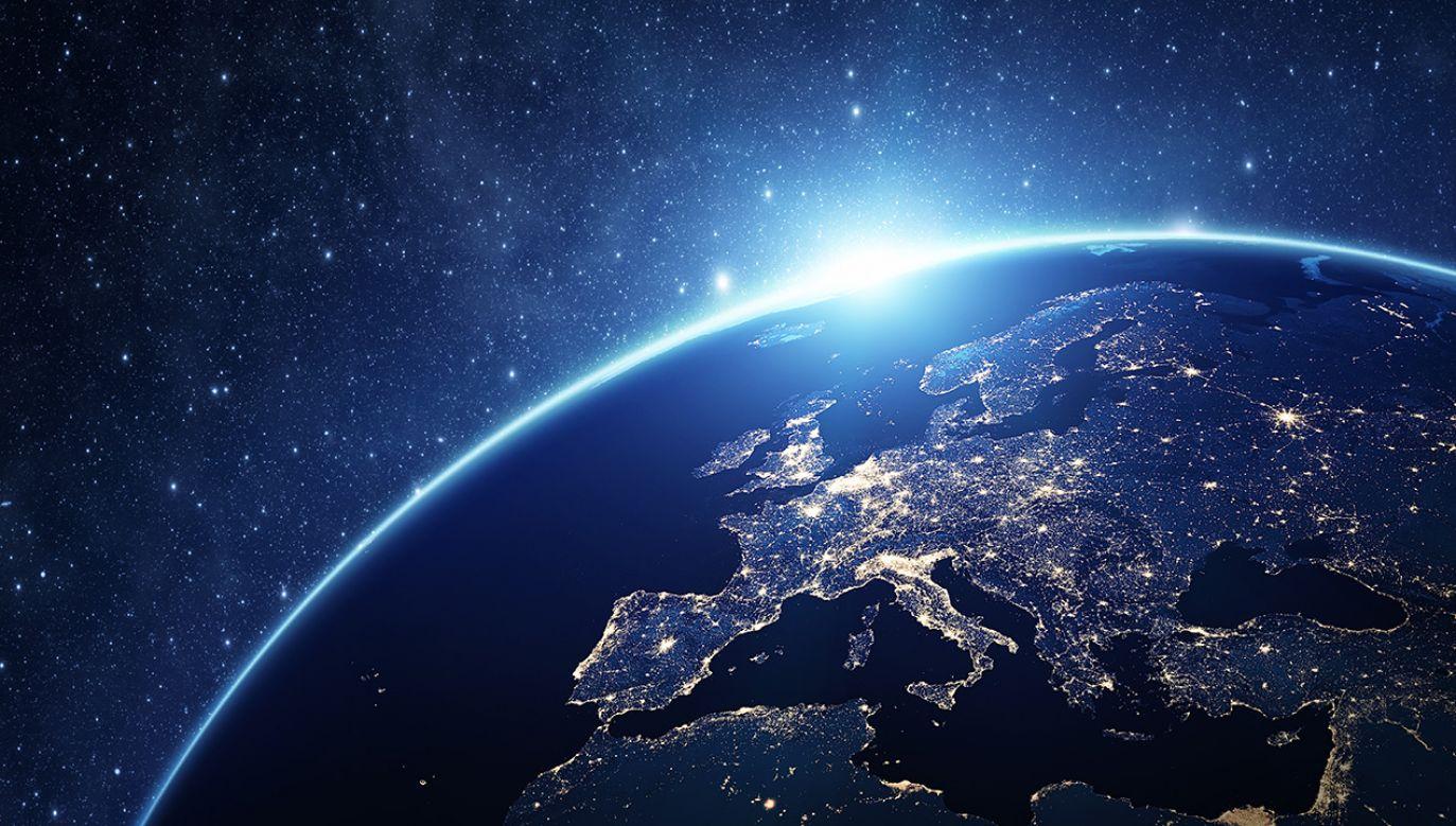 Światowid ma należeć do grupy tzw. nanosatelitów (fot. Shutterstock/ rangizzz)