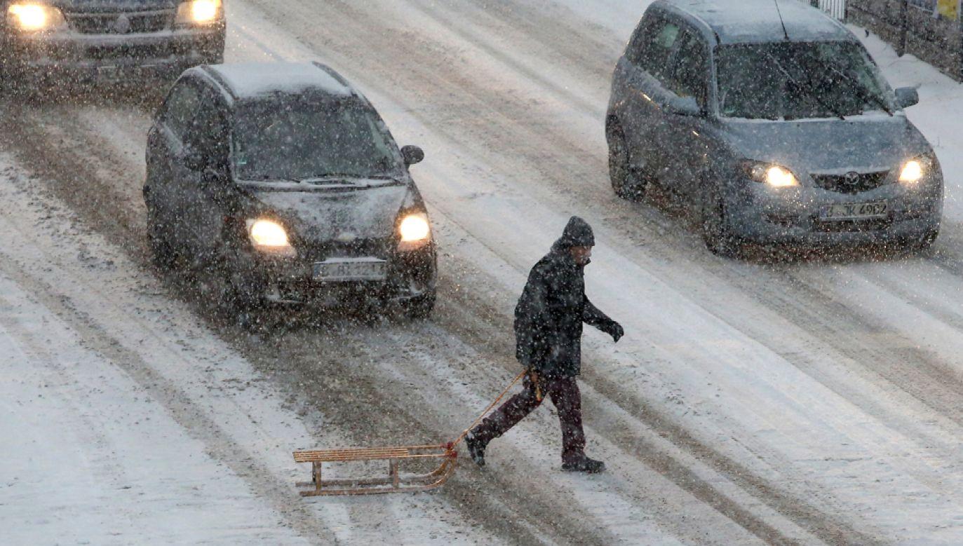 Obfite opady śniegu spowodowały poważne utrudnienia komunikacyjne w Grecji (fot. Adam Berry/Getty Images)