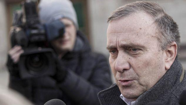 Utrzymujące się wysokie poparcie dla PiS, to efekt zarówno działań partii rządzącej, jak i słabości opozycji (fot. arch.PAP/Aleksander Koźmiński))