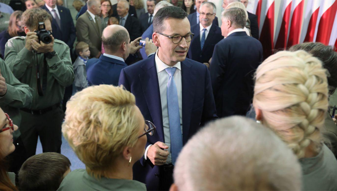 Premier Mateusz Morawiecki spotkał się m.in. z leśnikami (fot. PAP/Artur Reszko)