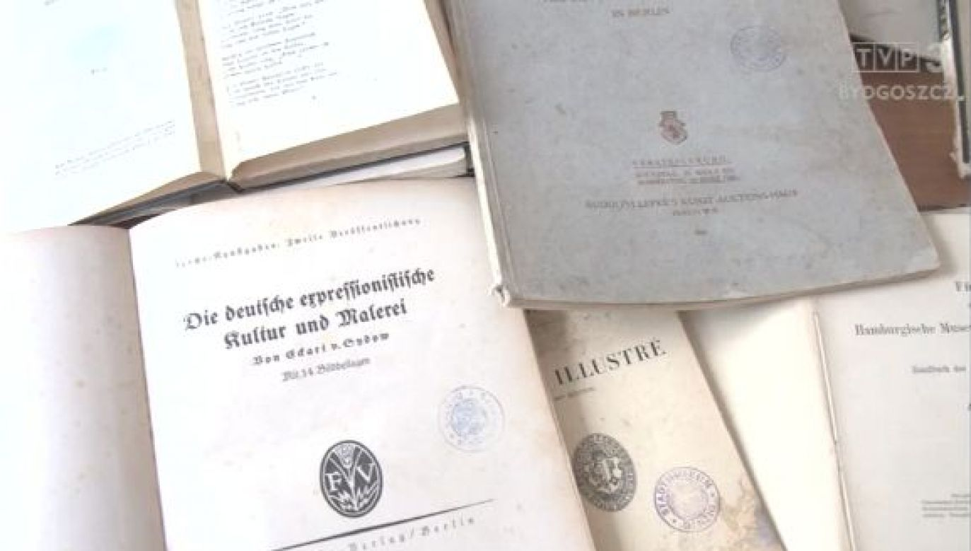 Funkcjonariusze odzyskali 15 książek, z których najstarsza pochodzi z 1846 roku