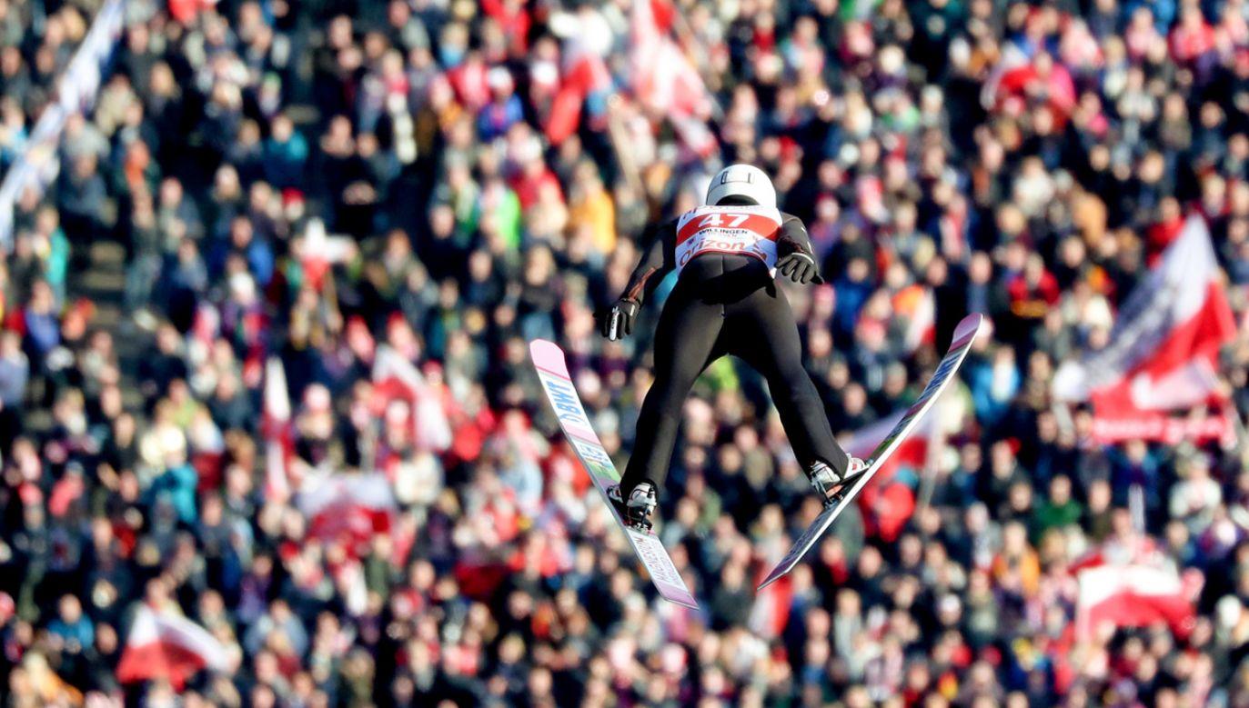 Piotr Żyła oddaje skok podczas konkursu Willingen Five (fot. PAP/EPA/FRIEDEMANN VOGEL)