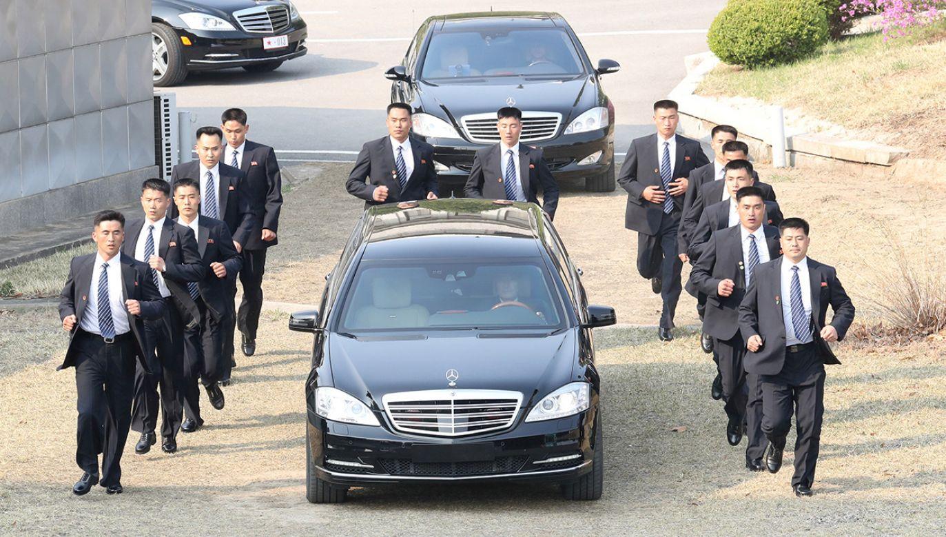 Ochrona północnokoreańskiego lidera sumiennie wypełnia swoje obowiązki (fot. REUTERS/Korea Summit Press Pool/Pool)