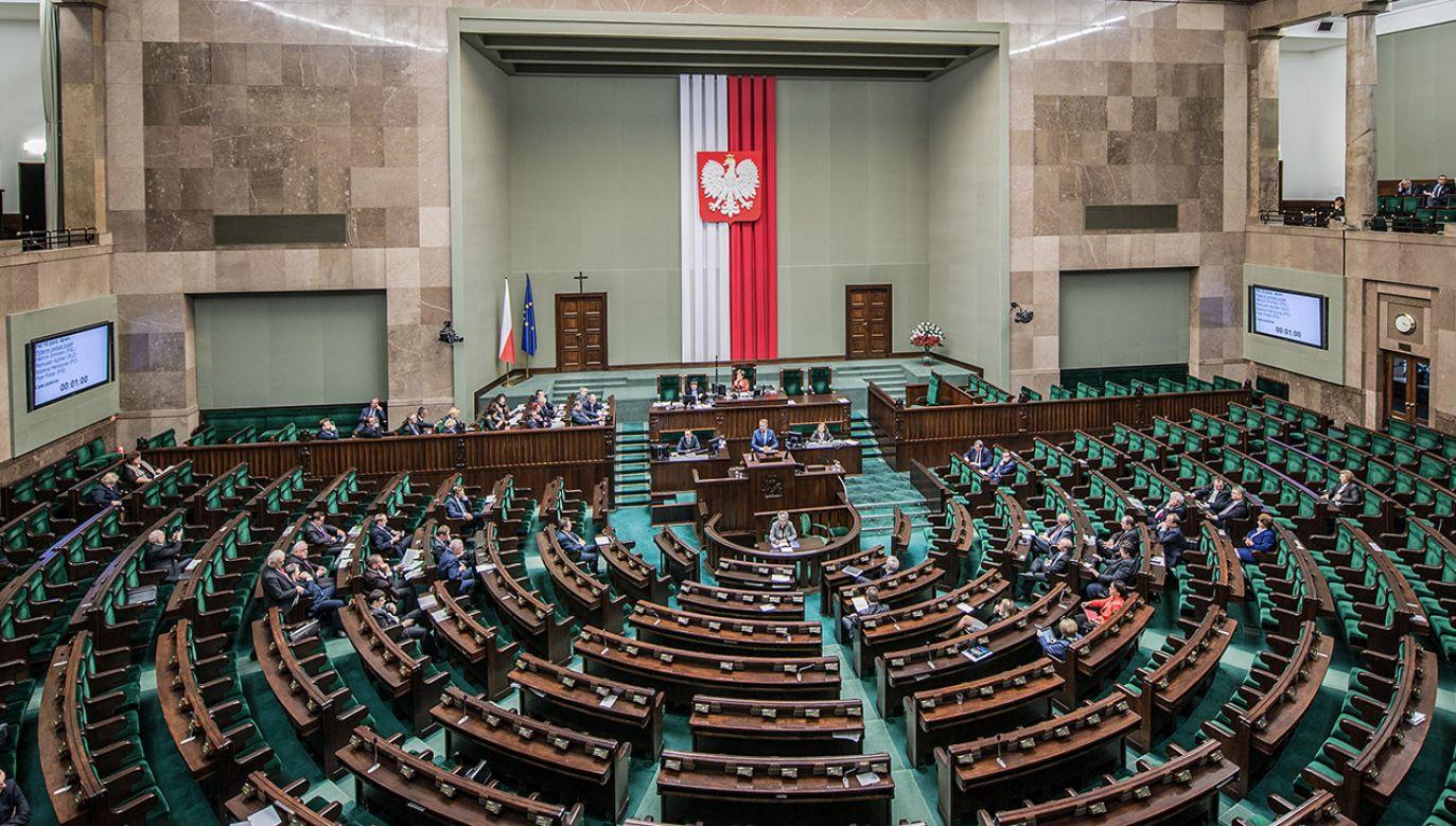 Do Sejmu dostałyby się cztery ugrupowania (fot. Shutterstock/Fotokon)