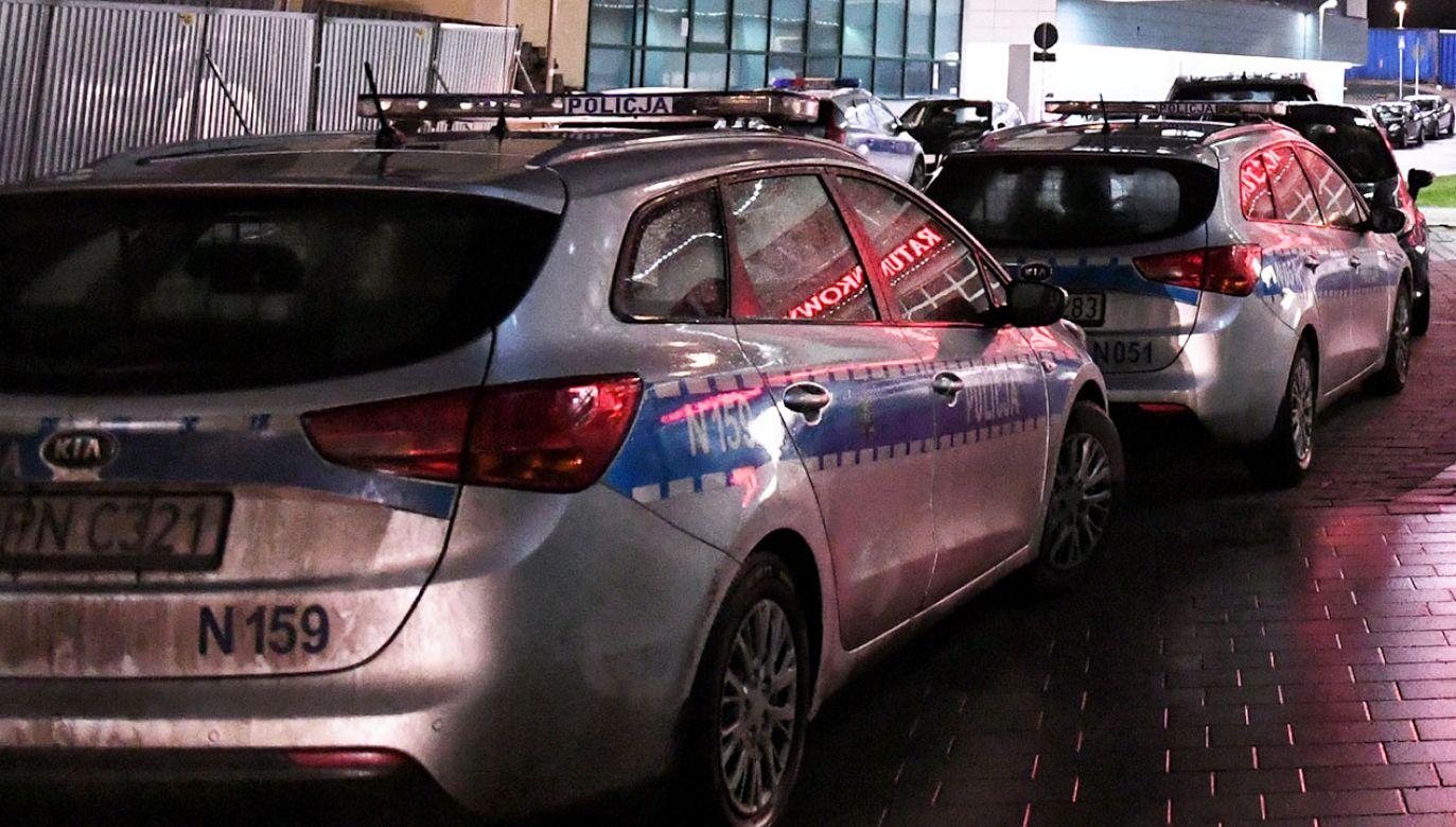 Policja pod nadzorem prokuratora bada przyczyny wypadku (fot. PAP/Adam Warżawa, zdjęcie ilustracyjne)