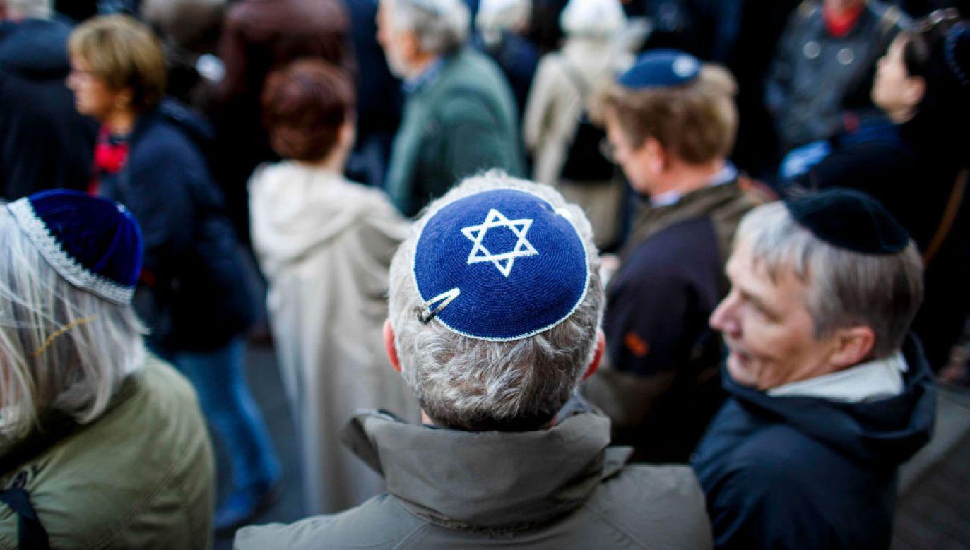 41 proc. ankietowanych Żydów wśród sprawców ataków wskazuje muzułmanów. Dalej są prawicowi radykałowie i lewacy (fot. Getty Images/Carsten Koall)