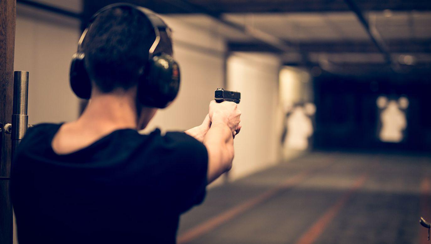 Jeden pocisk ranił dwie osoby (fot. Shutterstock/guteksk7)
