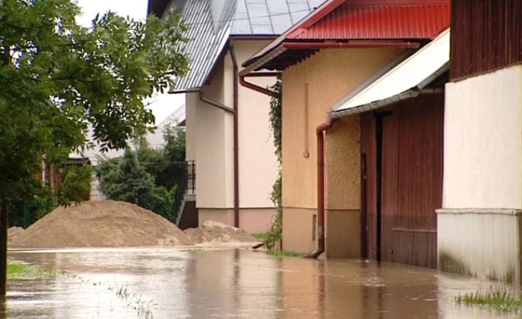Najwięcej podtopień domów miało miejsce w powiatach limanowskim i nowotarskim (fot. TVP3 Kraków)