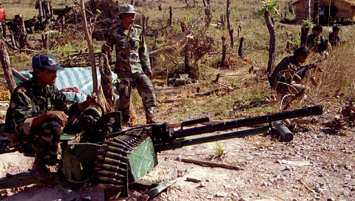 40 Polaków zostało zaatakowanych przez Czerwonych Khmerów w nocy (fot. Stringer/REUTERS)