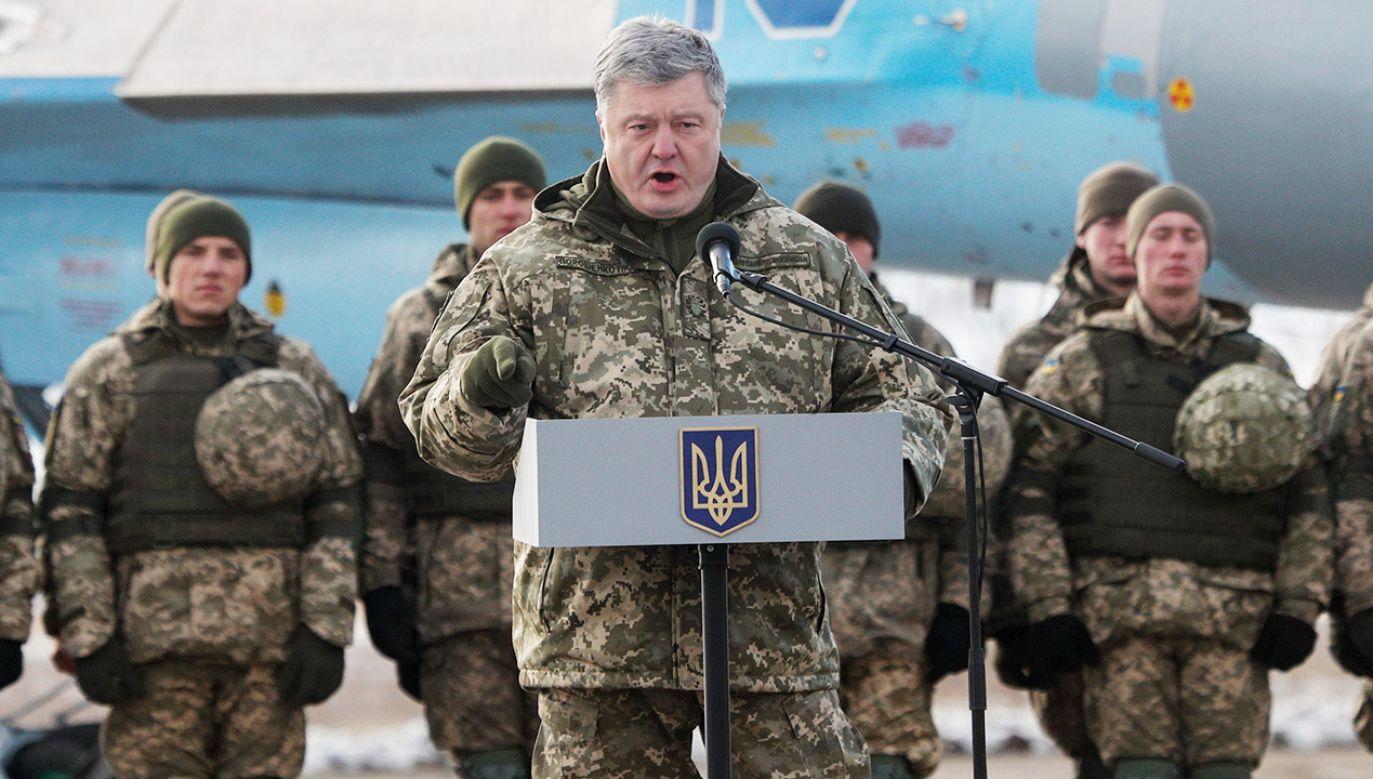 Ukraina wygasi traktat o przyjaźni z Rosją, ale chce wykorzystać fakt jego naruszania przez drugą stronę przed sądami międzynarodowymi – wyjaśnia Petro Poroszenko (fot. PAP/EPA/SERGEY DOLZHENKO)