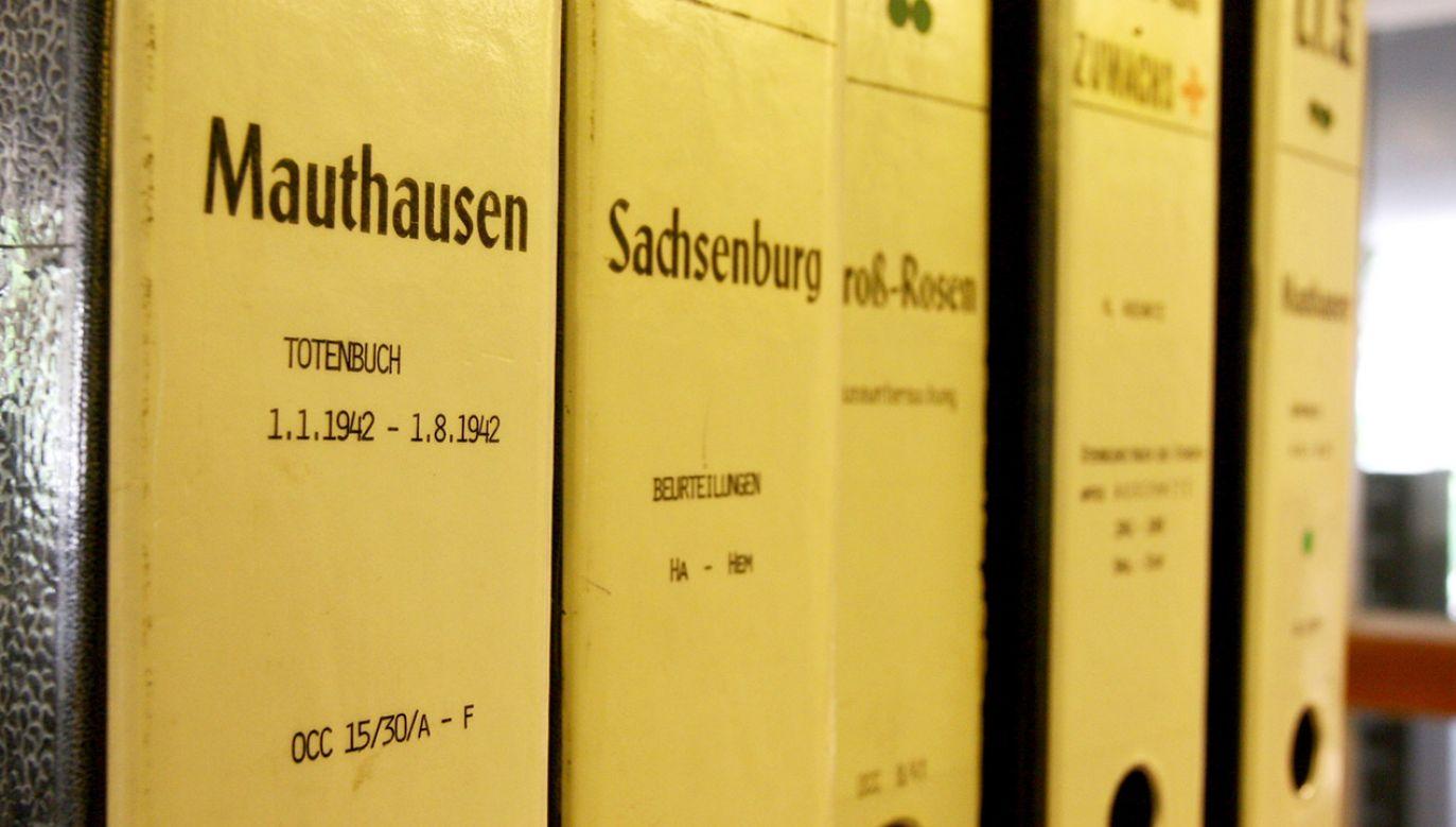 Wśród dokumentów są m.in. karty osobowe więźniów obozów i akty zgonu (fot. REUTERS/Stringer)