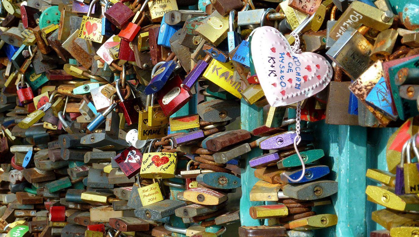Miasto zaleca zakochanym samodzielne zdjęcie kłódek (fot. arch. PAP/Dieter Palm)