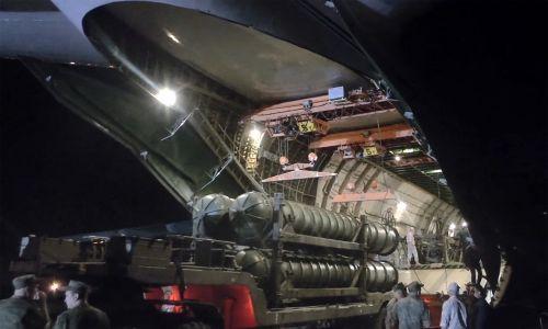 3 października 2018 rosyjski samolot transportowy An-124-100 przywiózł do rosyjskiej bazy wojskowej Hmeimim systemy rakietowe S-300. Fot.  Getty Images/TASS