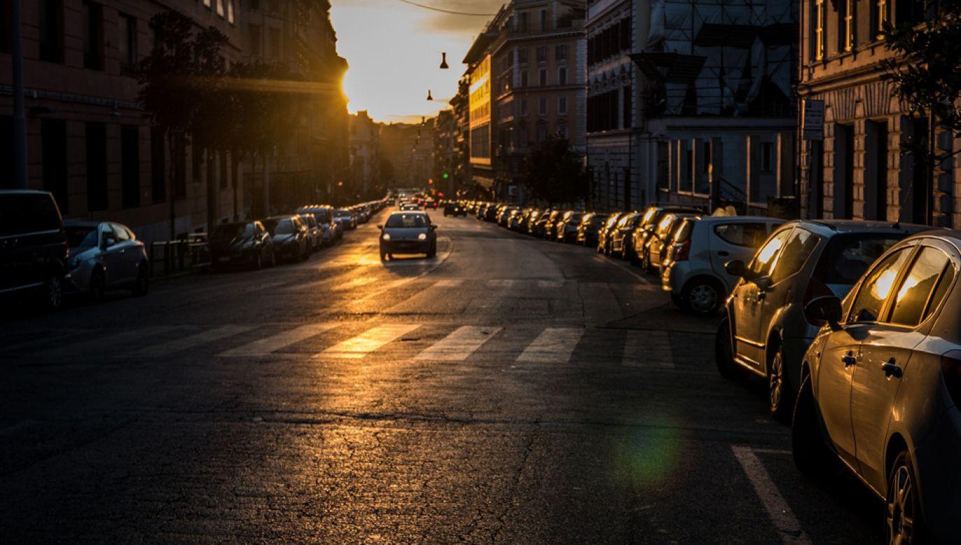 Na północy Włoch ograniczono ruch samochodów (fot. pixabay/martieda)
